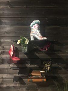 fleimio pine cone wall shelf in Arctic TreeHouse Hotel salarakas negotiation room